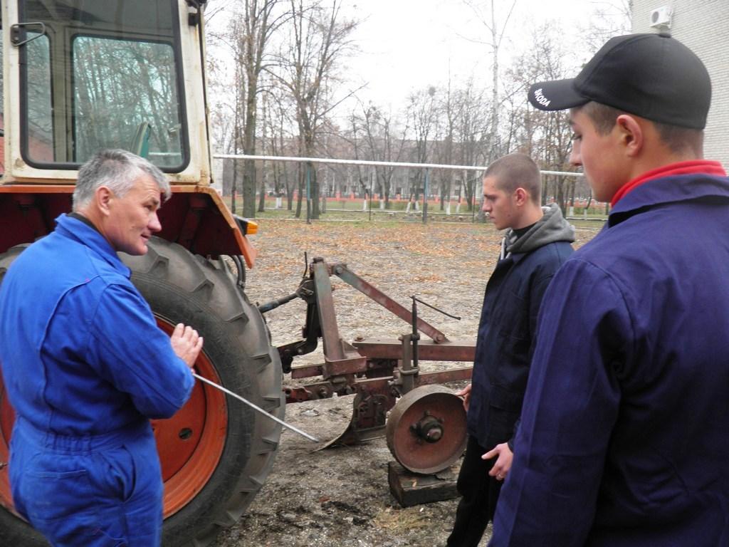 Виробниче навчання трактористів