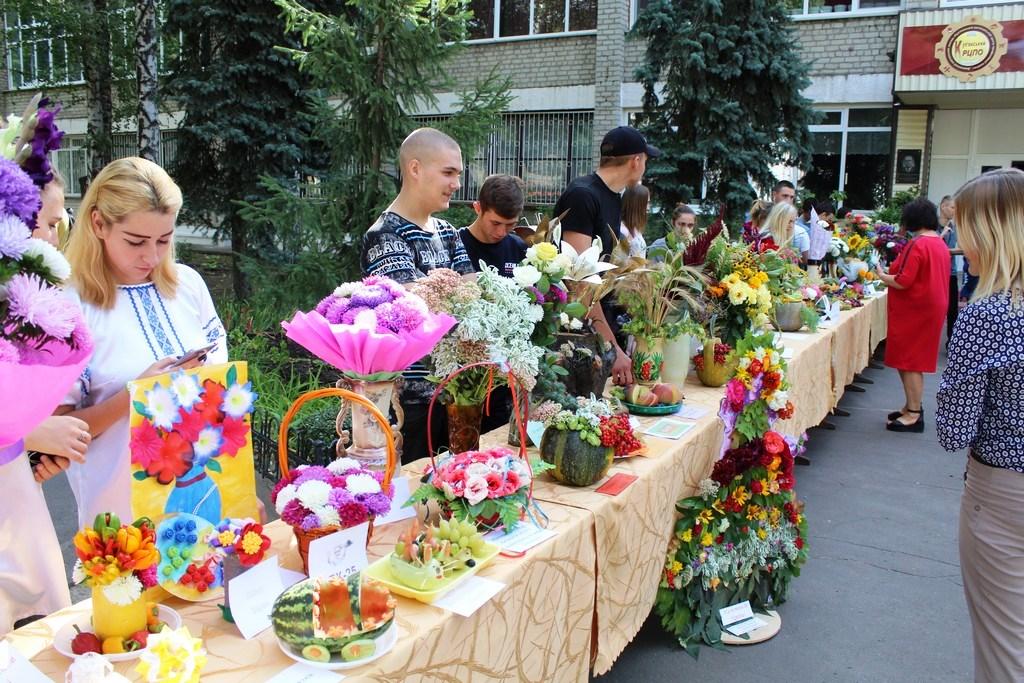 Виставка квітів та композицій «Осінні барви рідного краю»